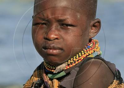 Enfant turkana sur les bords du lac du même nom