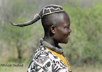 Himba adulte devant cacher ses cheveux