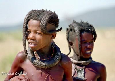 Coiffure traditionnelle des petites filles himbas