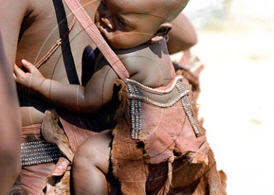 Porte bébé traditionnel himba